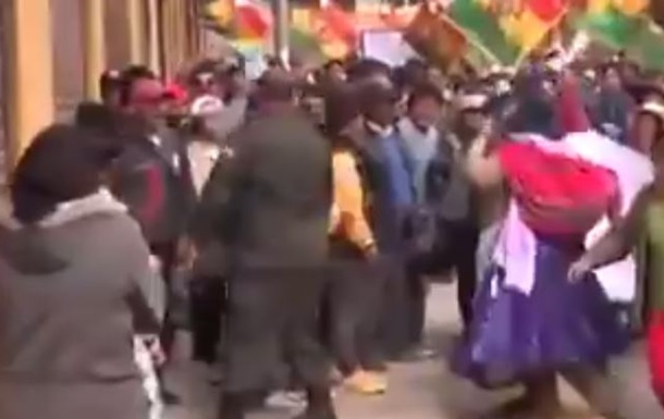 В Боливии подожгли мэрию, есть погибшие