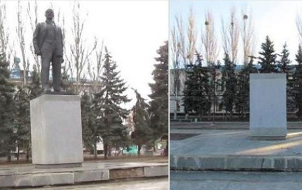 Под Харьковом снесли еще три памятника Ленину
