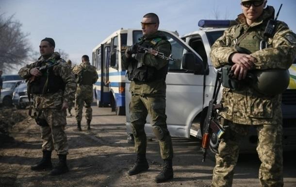Трех украинских бойцов освободили из плена