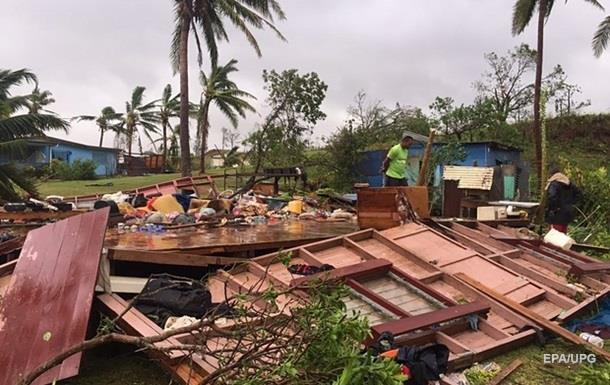 Власти Фиджи подсчитывают ущерб мощнейшего урагана в истории