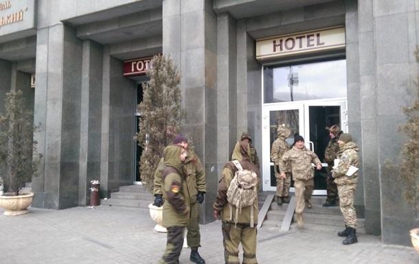 Делегация Минобороны покинула отель Казацкий