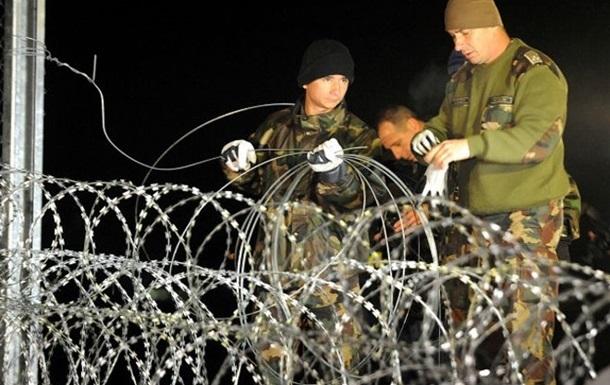 Поток мигрантов в Венгрию увеличился, несмотря на барьер на границе