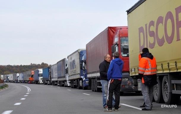 На белорусской границе скопились сотни грузовиков