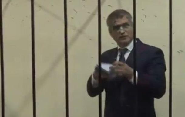 Экс-главу СБУ Киева облили зеленкой в суде
