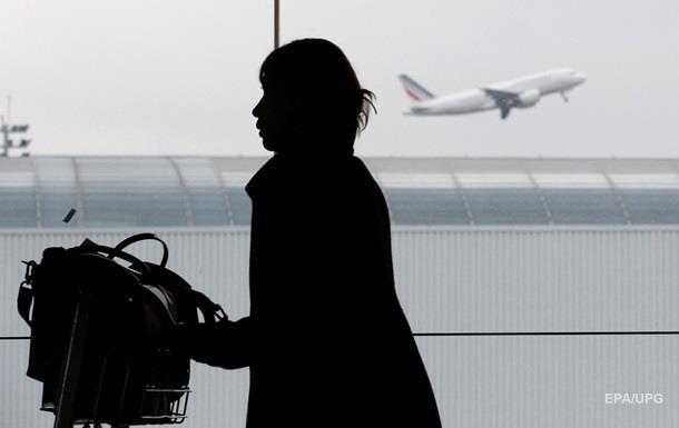 Летевших в США украинцев сняли с рейса в Париже