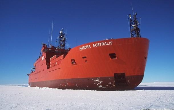 С севшего на мель австралийского ледокола спасли 37 человек