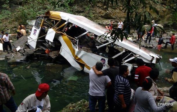 В Мексике в ДТП попал автобус с паломниками, погибли четыре человека