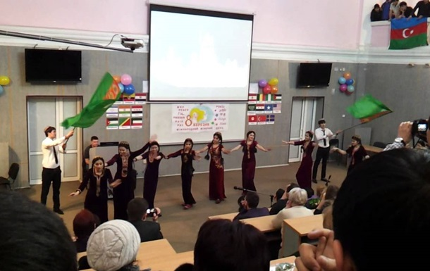 Туркменским женщинам подарят по 11 долларов к 8 марта