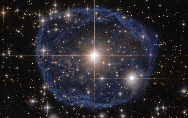 Hubble снял одну из редчайших звезд