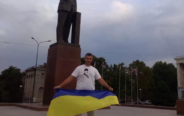 Крымского татарина оштрафовали за фото с украинским флагом – соцсети