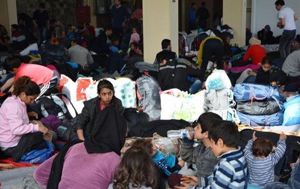 Кількість біженців на кордоні між Грецією та Македонією швидко зростає