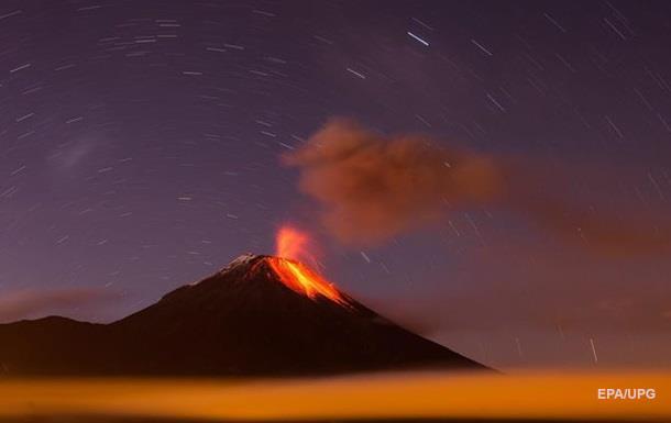 Огненное горло  в Андах проснулось и буйствует