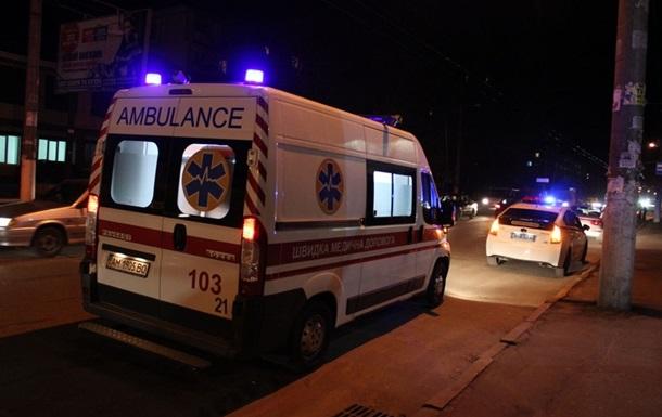 В Житомире авто влетело в остановку: погиб ребенок