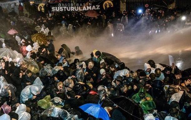 В Турции взяли штурмом офис издания Zaman