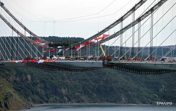 В Стамбуле построили третий мост через Босфор