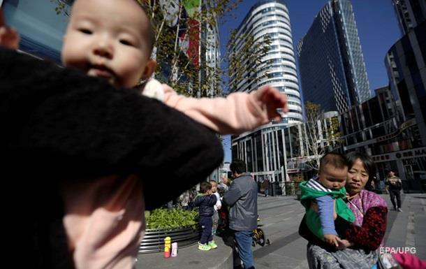 Китаец продал новорожденную дочь ради iPhone и мотоцикла