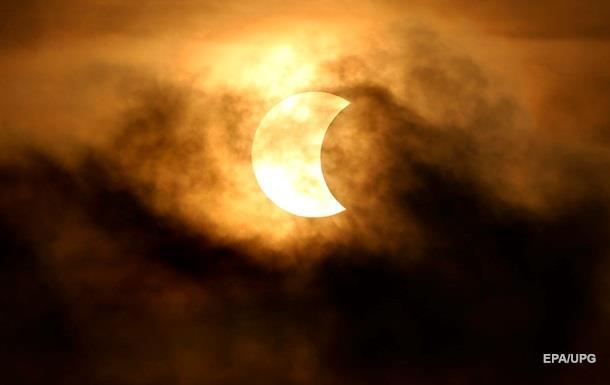 Опубликованы фото солнечного затмения в Индонезии