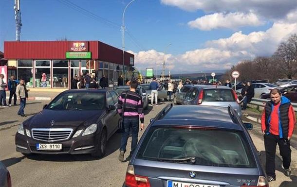 На Закарпатье водители прекратили блокаду КПП
