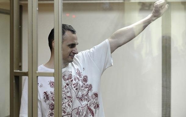 Киев требует от РФ передать Сенцова и Кольченко