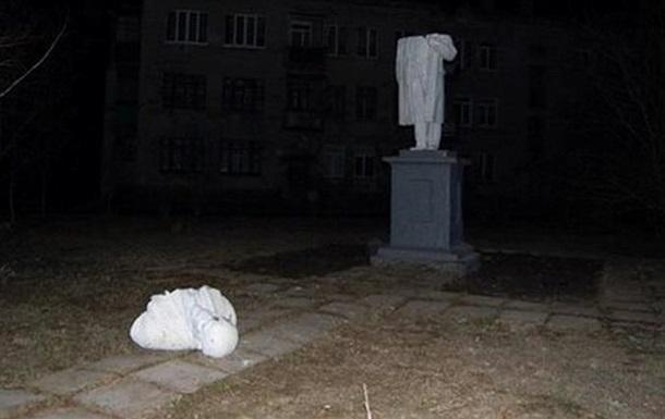 На Харьковщине снесли памятники Ленину и Кирову