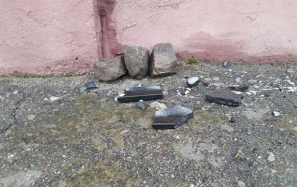 На Харьковщине разбили мемориальную табличку погибшему в АТО