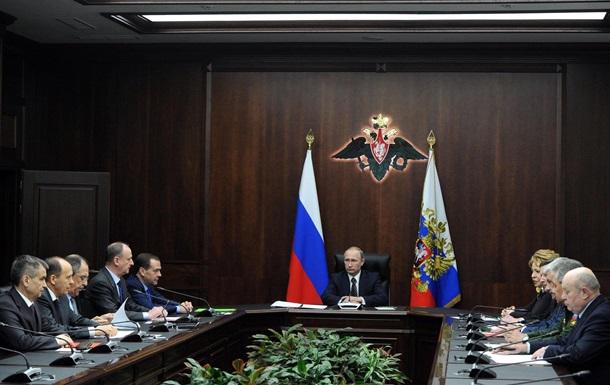 """Путин обсудил с Совбезом """"хулиганские выходки"""" в Украине"""