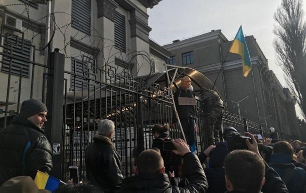 Кому выгодны нападения на посольства РФ в Украине?