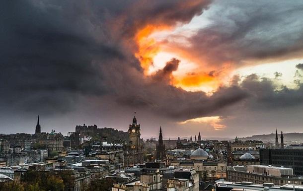 В шотландском небе увидели  дракона