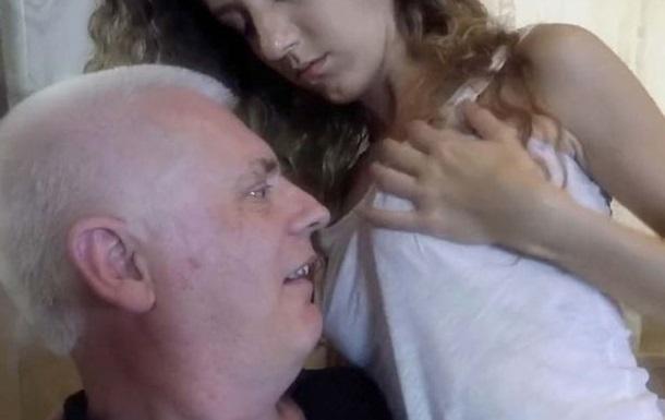 У Британії звільнили похилого викладача-зірку  дорослого  кіно