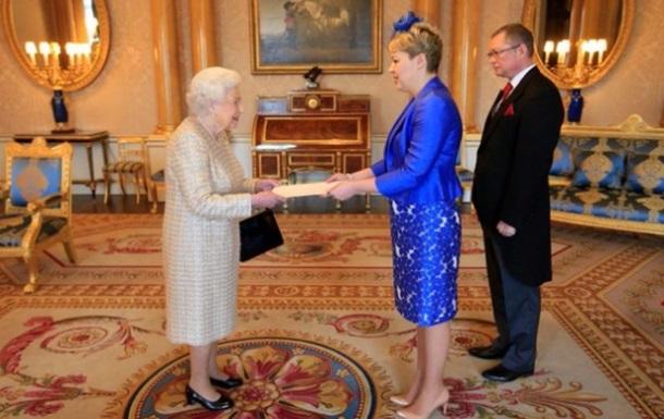 Посол України в Британії розповіла про вбрання на прийомі у королеви