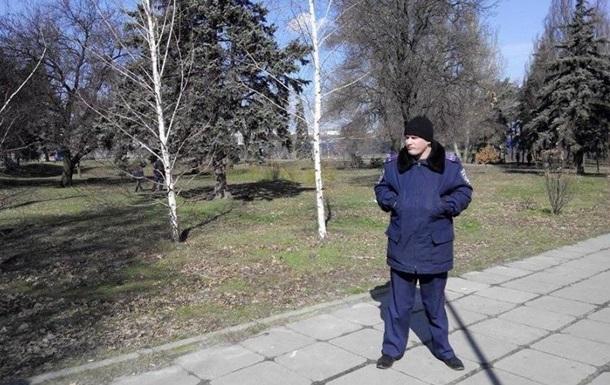 В Запорожье полиция оцепила памятник Ленину из-за бутылки