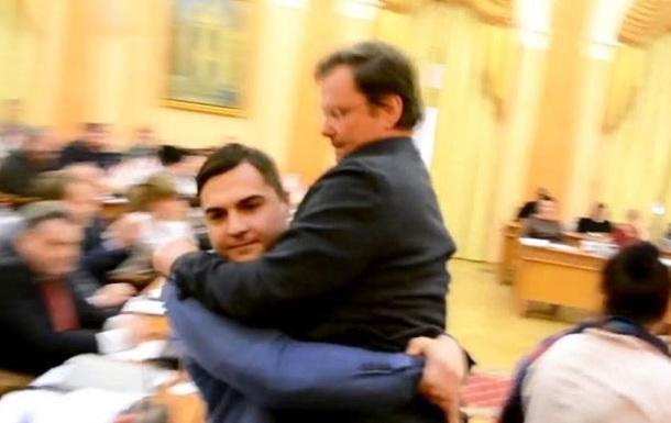 Зама Саакашвили вынесли из зала заседаний