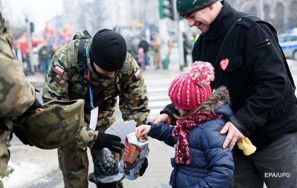 В Польше запретили носить военную форму гражданским лицам
