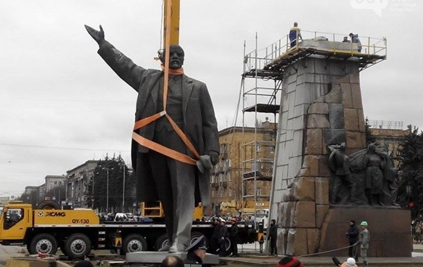 Итоги 17 марта: Снос Ленина, Порошенко в Брюсселе