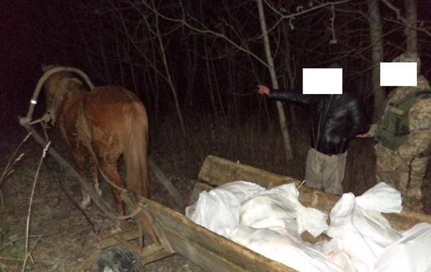 Украинец пытался провезти в Беларусь 14 мешков сала