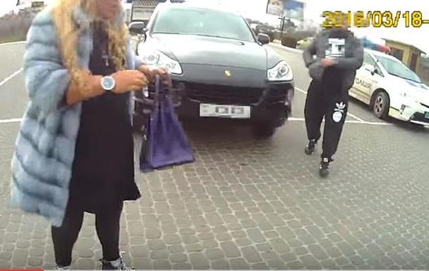 Во Львове  доцент  на Porsche угрожала полицейским