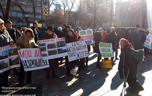 Митинг переселенцев: Мама, папа, я — мы бездомная семья