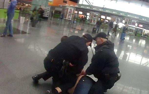 В  Борисполе  иностранец с ножом напал на патрульных