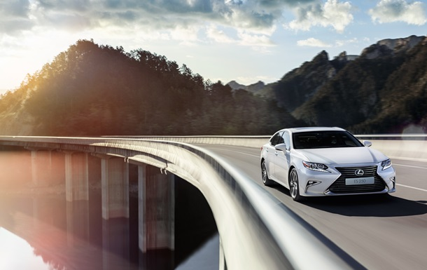 Обновленный бизнес седан Lexus ES 250 уже в Украине