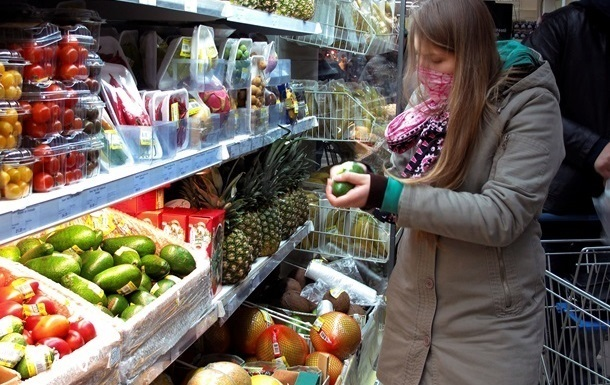 Украинцы тратят больше трети заработка на еду
