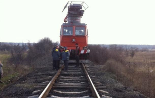 На Днепропетровщине поезд сбил дрезину с ремонтниками