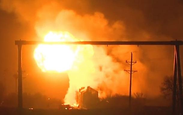В США поезд сбил грузовик с пропаном: эвакуирован городок