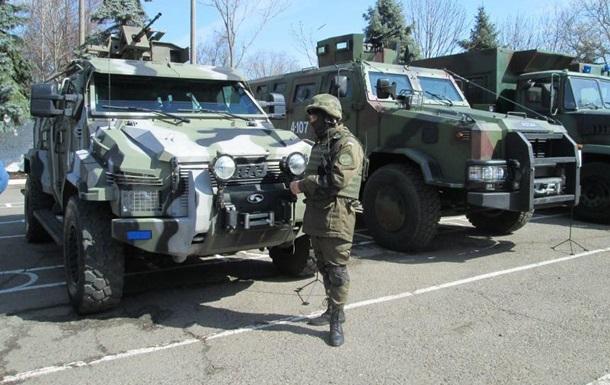 В Одессе военные показали технику и оружие из АТО