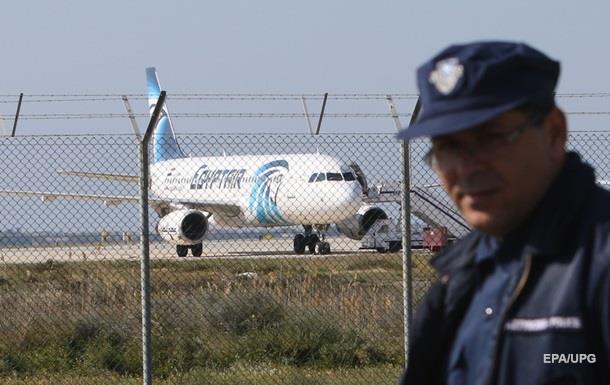 """В Египте угонщика самолета назвали """"идиотом"""""""