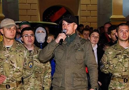 Азов вытесняет Правый Сектор из Украины