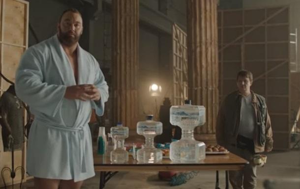 Гора из  Игры престолов  снялся в фейковой рекламе воды