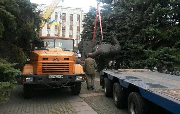 В Мариуполе снесли памятник Орджоникидзе