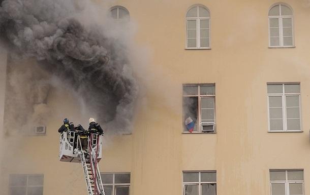 Пожар в здании Минобороны РФ усилился