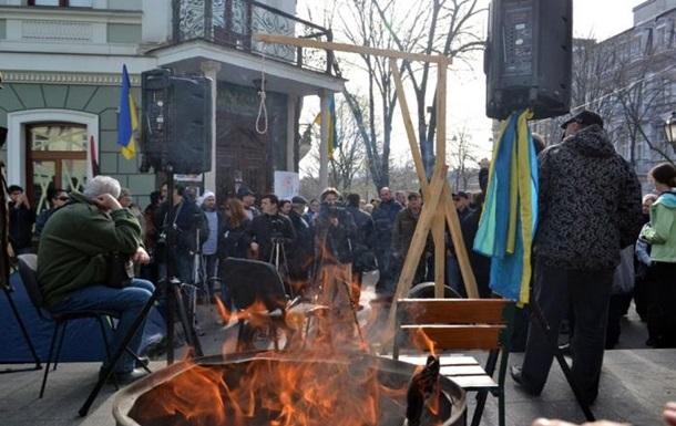В Одессе активисты блокируют областную прокуратуру