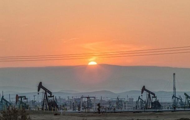 Нефть продолжает дешеветь в преддверии переговоров